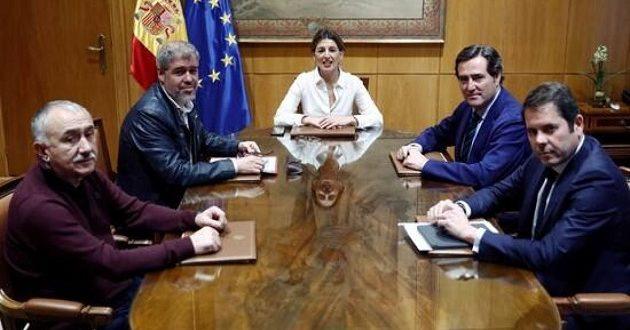 La Ley del Teletrabajo, nuevo campo de batalla entre Gobierno y patronal