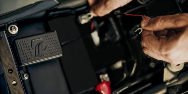 Una startup andaluza crea un sistema inteligente antirrobo para motos con localizador GPS