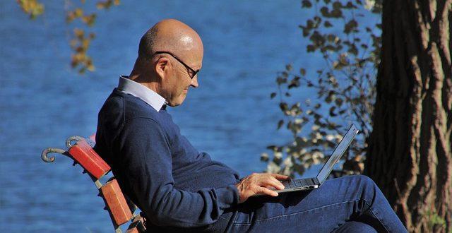 El 69,7% de los españoles mayores de 65 años utilizaron las nuevas tecnologías, en 2020